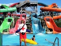 six-flags-new-england-hurricane-harbor-waterparks-ma